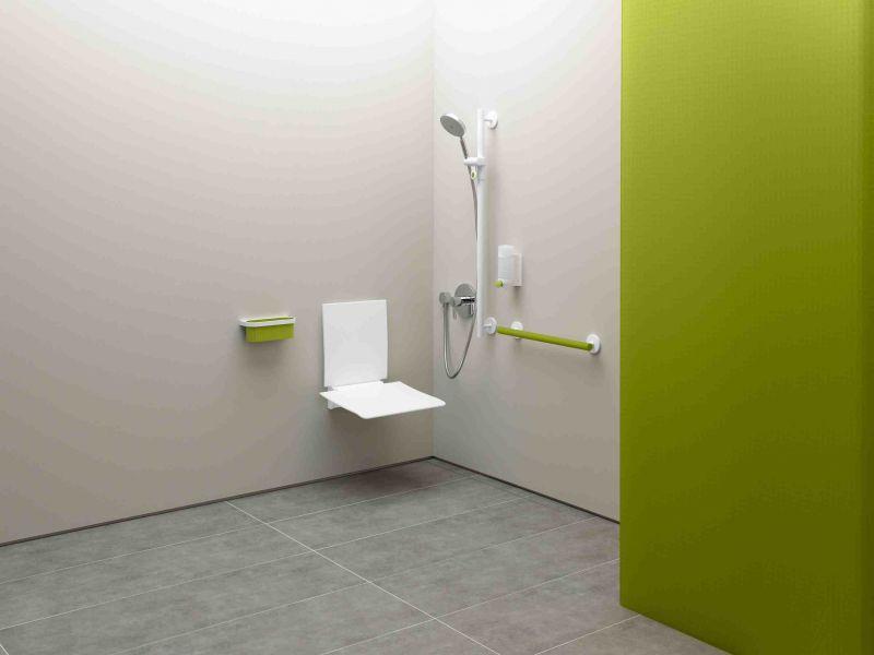 Radiator heated towel rail pmr accessoires shower seat for Suspension pour salle de bain